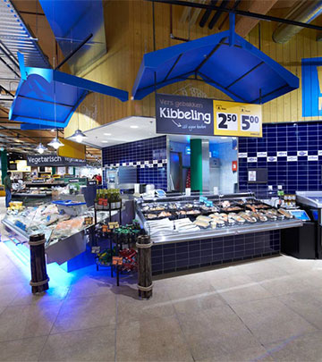 Philips Lighting-belysning af fisk for at præsentere de friske madvarer for kunderne i Jumbo Foodmarkt, Holland.