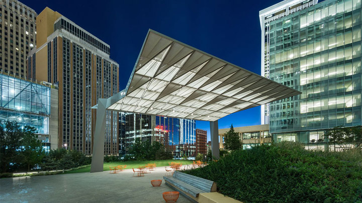 Stemningsbelysning i SandRidge Commons, Oklahoma City, Oklahoma, USA | Belysning til byrum